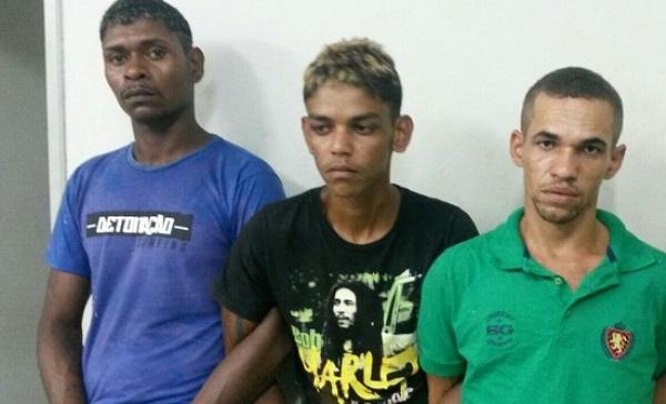 Três suspeitos são presos com carro roubado e arma em Macaíba