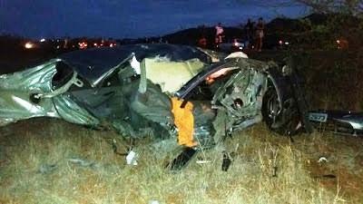 O veículo Honda Civic ficou totalmente destruído.