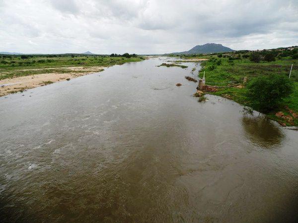 O Rio Piranhas deságua na Barragem Armando Ribeiro Gonçalves.