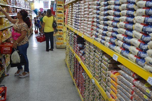 Alimentos causam maior queda nas vendas do varejo em 12 anos
