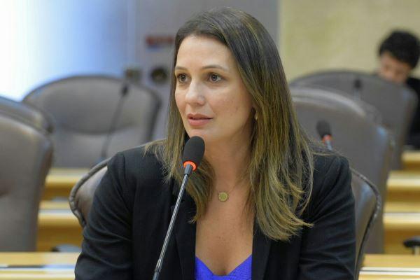"""Artigo de Cristiane Dantas: """"Lugar de mulher é na política"""""""
