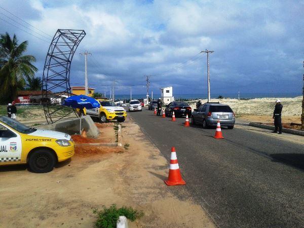 Operação Verão: PM aborda mais de 750 veículos e 63 condutores são notificados no interior do RN