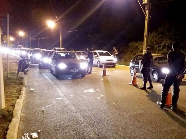 Taxista é flagrado na Lei Seca e foge da polícia em praia do litoral Sul do RN