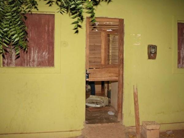 Dois jovens são mortos a tiros no quintal de casa em Mossoró, RN