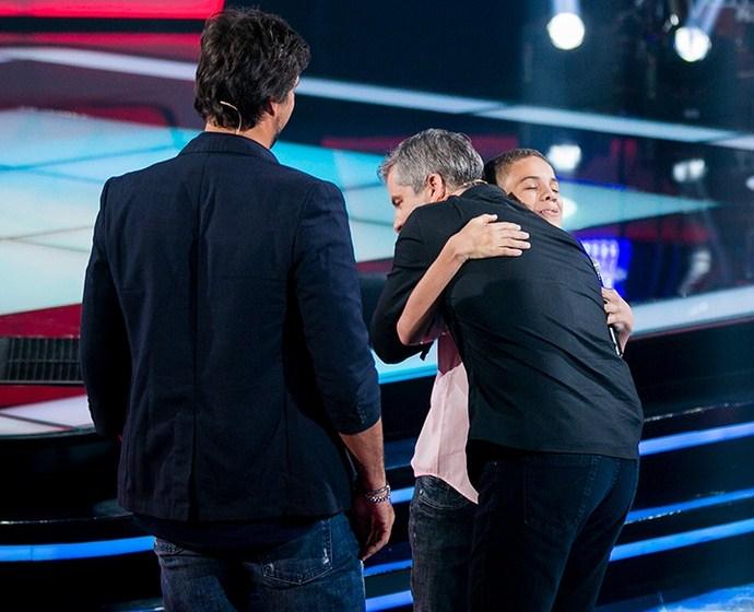 Victor abraça Elizaldo Alves após sua Audição no The Voice Kids (Foto: Isabella Pinheiro/Gshow).