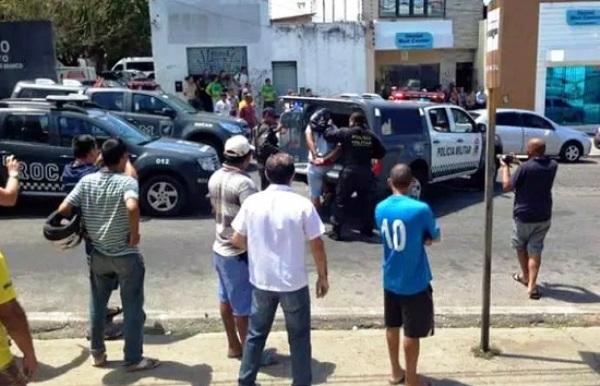 Clientes são feitos reféns durante assalto em livraria no centro de Natal