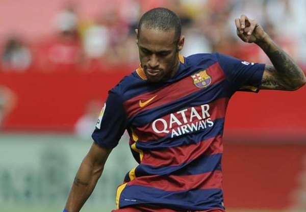Neymar é vítima de racismo no jogo do Barcelona com o Espanyol