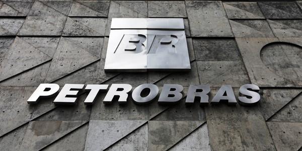 Petrobras reduz cargos em diretorias e gerências