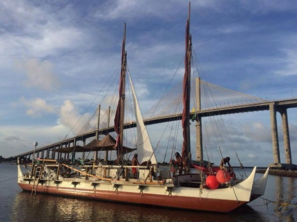 A canoa Hokuleʻa chegou a Natal (Foto: Henrique Pistilli)