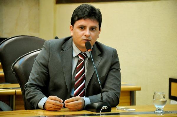 Câmara de Parnamirim investigará denúncias contra Carlos Augusto envolvendo o Deoclécio Marques
