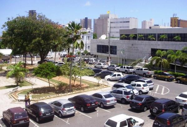 ARROCHANDO: Assembleia Legislativa prepara corte de 20% dos cargos comissionados