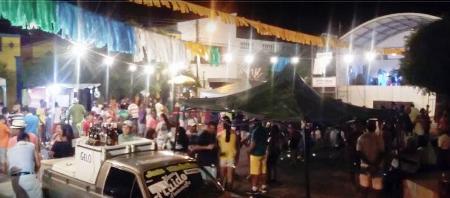 FLORÂNIA: 1ª noite de Carnaval acaba com tiros no corredor da folia