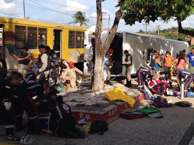 Colisão entre trem e ônibus deixa mortos e feridos na Paraíba