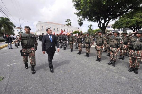 Presidente da Assembleia passa em revista as tropas Polícia Militar