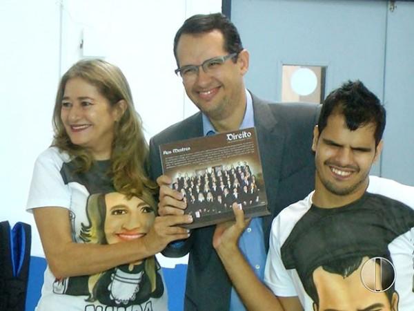 Cristian e a mãe se formaram em direito (Foto: Reprodução/Inter TV Cabugi)