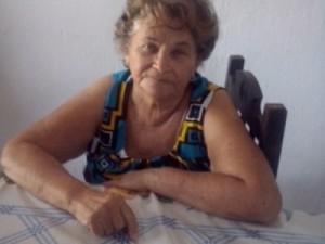 Francisca quer tirar corpo de sepultura da família (Foto: Edna Maria/Arquivo Pessoal)