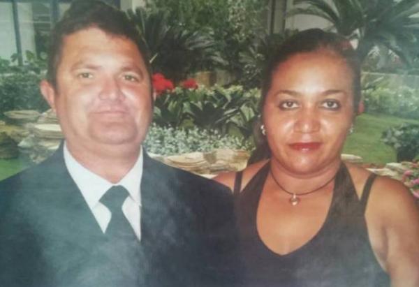 Enquanto casal era velado, filha foi ao banco e sacou R$ 1.000; cúmplices estão foragidos.