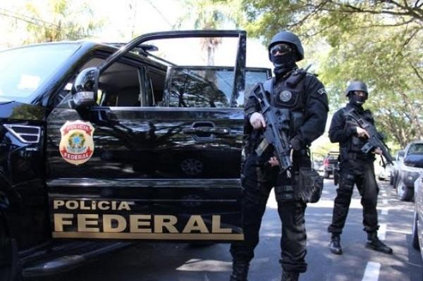 Agentes da Polícia Federal prende quadrilha que assaltava agências dos Correios