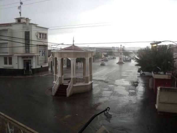 TARDE ABENÇOADA: Chuva banha Currais Novos na tarde desta terça-feira (29)