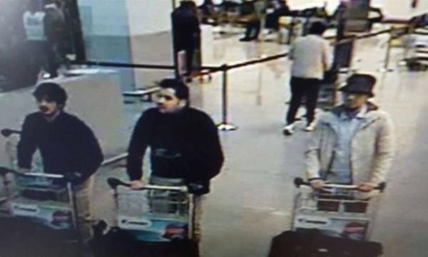Polícia belga divulga imagens dos supostos suspeitos pelos ataques a aeroporto de Bruxelas nesta terça-feira – AFP.