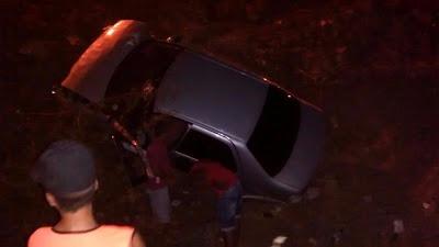 Motorista se distrai com celular veículo cai em ribanceira na cidade de Picuí