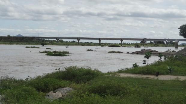 """EXCELENTE NOTÍCIA: Rio Piranhas de """"barreira a barreira"""" e Barragem de Assú recebendo bastante água"""