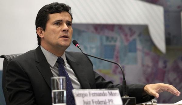 Sérgio Moro envia ao Supremo grampos de conversa entre Lula e Dilma