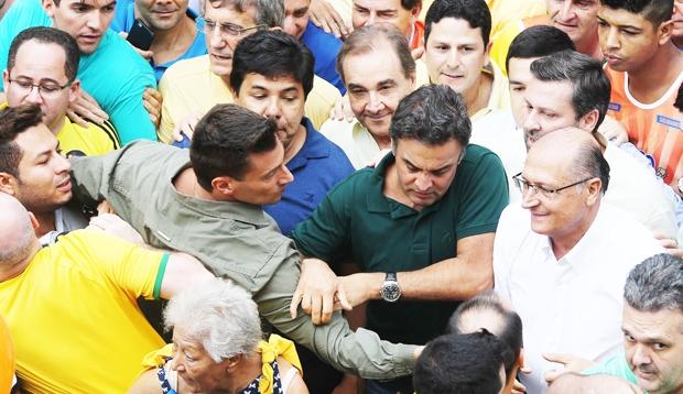 Alckmin e Aécio são vaiados em ato contra o governo; Agripino e Felipe Maia também estavam por lá