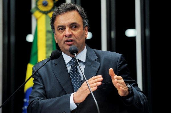 'Temer vai fracassar se cometer o erro de distribuir ministérios', diz Aécio