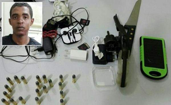Homem é preso quando tentava jogar arma para dentro de Alcaçuz