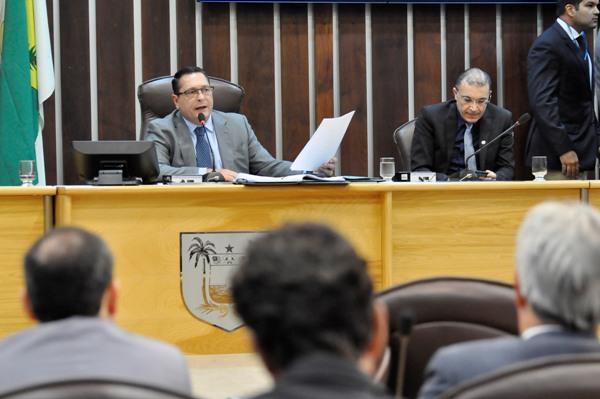 Deputados referendam corte de mais de 700 cargos na Assembleia a unanimidade