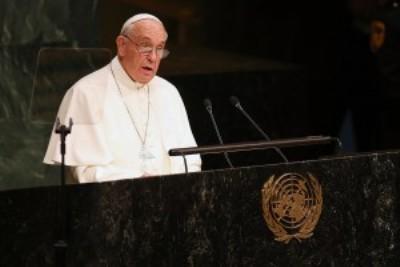 Papa compara indiferença com refugiados a tratamento dado a Jesus Cristo