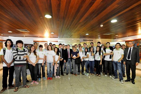 Presidente Ezequiel Ferreira recebe alunos do IFRN em visita à Assembleia