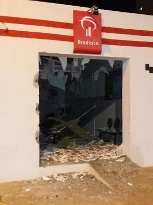 Criminosos explodem caixa de banco em Japi, RN