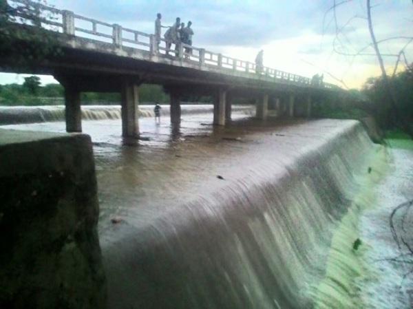 Açudes transbordam em Ouro Branco e desaguam para o açude Itans em Caicó