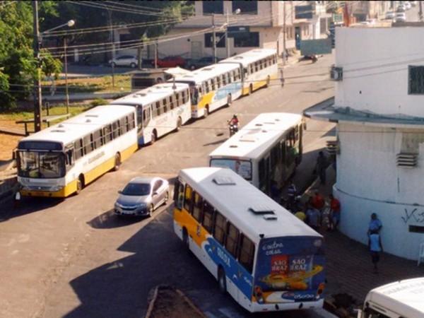 Em protesto por segurança, rodoviários param ônibus em Natal