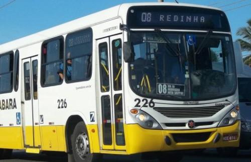 Adolescente é espancado pela população após tentar assaltar ônibus em Natal