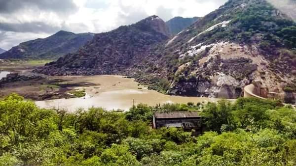 Açude Gargalheiras em Acari ganhou 2 metros em seu nível d'água nas últimas horas