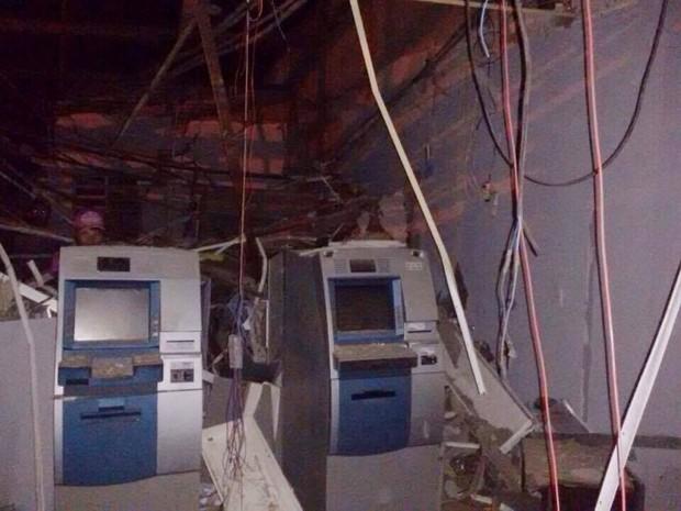 Criminosos explodem caixa de banco em Pedro Avelino