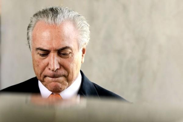 Cid Gomes protocola pedido de impeachment de Temer na Câmara