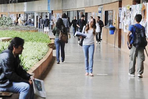 Regras dificultam acesso ao Fies, e 46% das vagas não são preenchidas