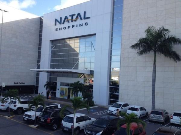 Bandidos assaltam joalheria dentro de shopping na Zona Sul de Natal