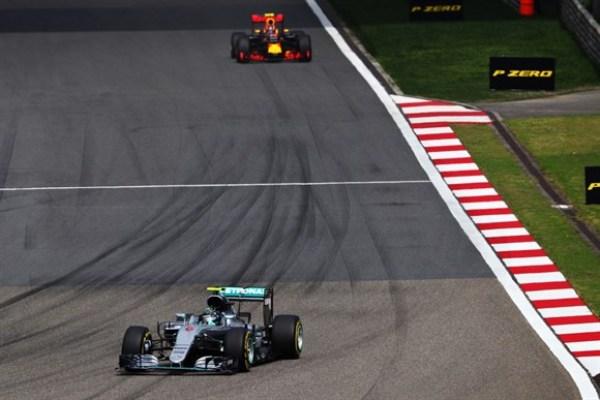 Em corrida empolgante e cheia de ultrapassagens, Rosberg brilha, amplia série invicta e vence GP da China
