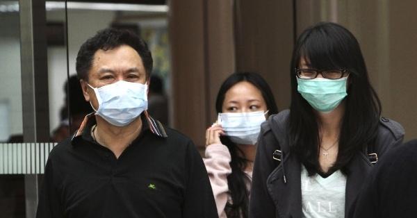 Medo de gripe faz cidadãos usarem máscara para evitar contaminação