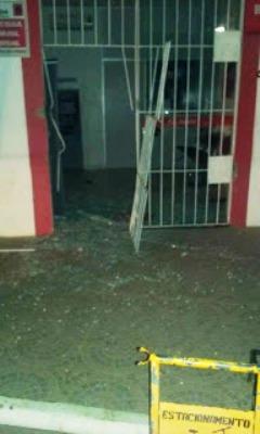 Criminosos tentam explodir caixa eletrônico em Jaçanã, no RN