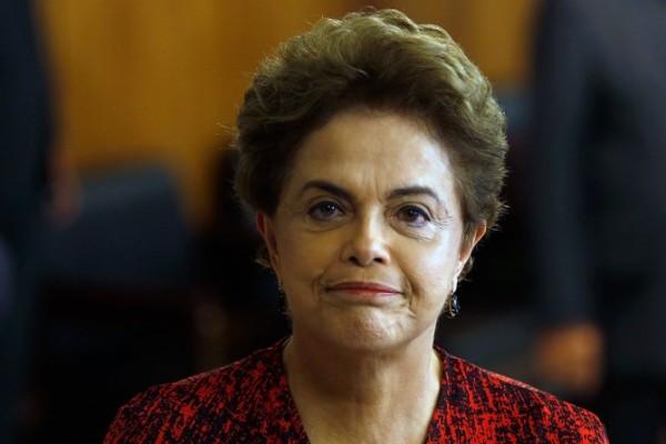 Depois de oferecer cargos a deputados, Planalto estende negociação ao Senado