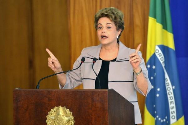 Dilma ataca Temer e Cunha e propõe pacto se vencer impeachment