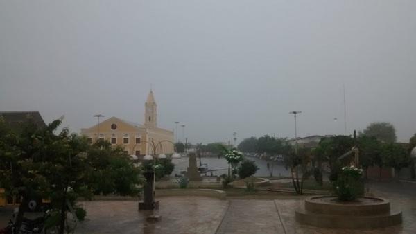Chuva banha Florânia nesta segunda-feira (04)