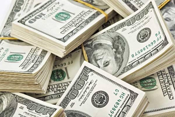 Dólar fecha abaixo de R$ 3,50 pela primeira vez em oito meses