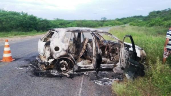 Carro incendiado, tiros de Escopeta e pregos na estrada marcam ação criminosa em São João do Sabugi